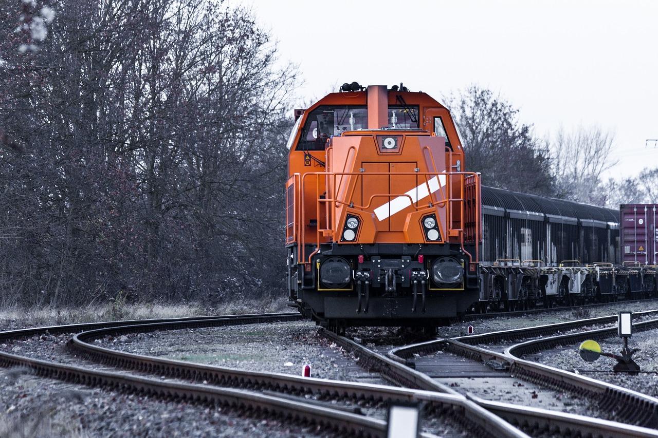 Stadler supplies further energy-efficient hybrid locomotives for European freight corridors