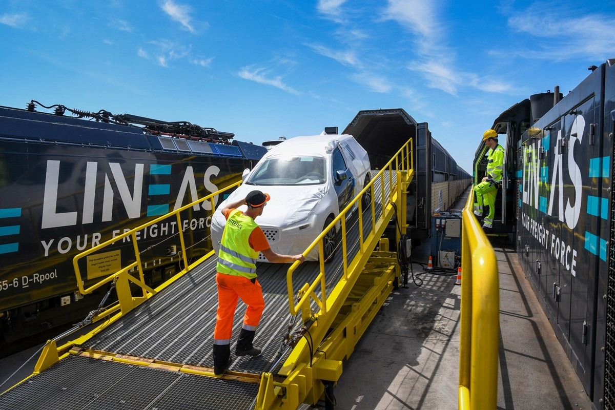 New railway line between China and North Sea Port in Ghent takes more Volvo cars to their destinations